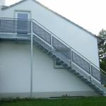 Außentreppe verzinkt mit Gitterroststufen u Lochblechkassetten 2